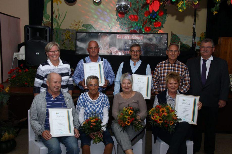 Die geehrten Mitglieder Reihe vorne von links nach rechts: <br /> Erich Schreiber, Brigitte Petelka, Ingeborg Klapper, Marianne Bürger, Heinz Petelka, Gerd Klapper, Willi Bürger